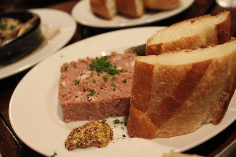 豚肉のパテ バゲット添え