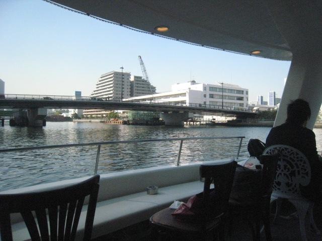 豊洲運河の船カフェ