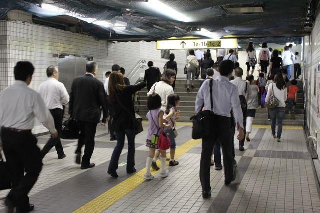 豊洲駅、混雑状況