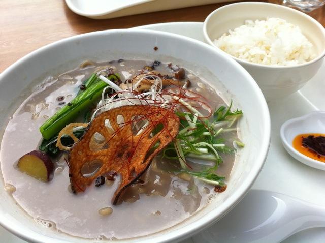 黒豆乳玄菜麺