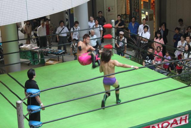 小峠篤司 vs カイル・セバスチャン